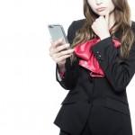 出会い系サイトで相手の男性を見極めようとする女性