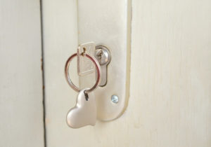 ピッタリ噛み合った鍵と鍵穴