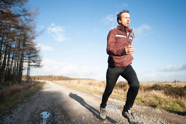 免疫力の低下を危惧しジョギングをはじめた男