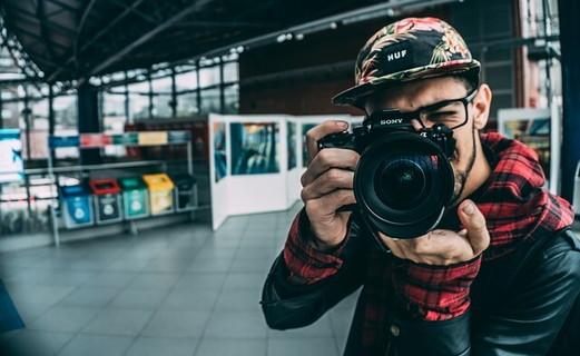 テクニック次第で素材を何倍も活かす技術を持つプロカメラマンの男性