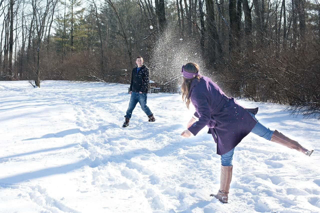 旅行先で行った雪山で雪合戦をきっかけにケンカに発展したカップル