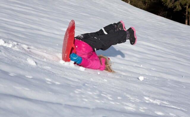 雪山ではしゃぎすぎて大転倒