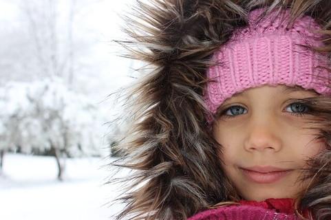 寒いと言うシチューエションが影響して恋心が高まる少女