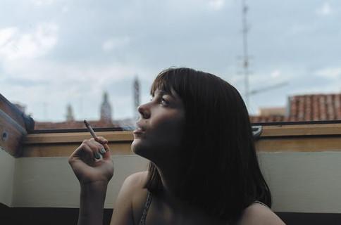 百害あって一利なしとはわかっていても禁煙できない女性