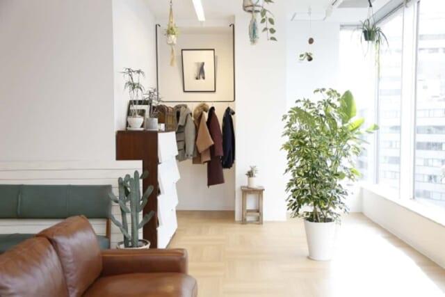 清潔感のある爽やかな印象を与える独身男性の部屋