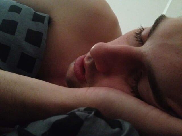 睡眠時間を変えてみたらぐっすり眠れるようになった男性