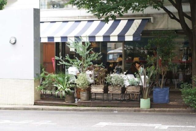 待ち合わせ場所にピッタリな駅近でわかりやすい場所にあるお洒落カフェ