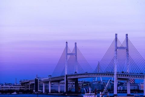 1989年9月に開通した横浜ベイブリッジは今も横浜夜景スポットとして有名です。