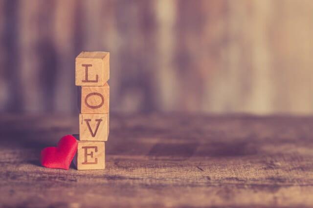 マンネリ化しないよう恋人に伝えたい「LOVE」の文字