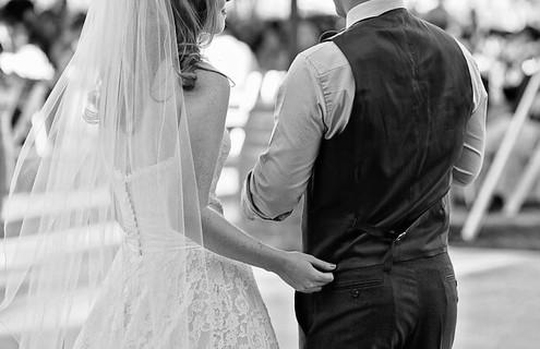 幸せな結婚式を控えた新郎新婦