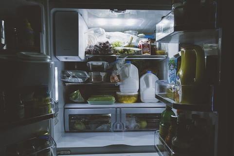 いけないと分かっていてもお腹が空くとあさりたくなる食材がたっぷり入った冷蔵庫