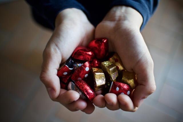 腹いせに砕かれたハート型のチョコレート