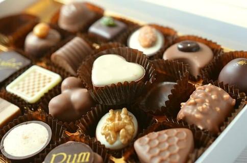 バレンタインにプレゼントされたいぎっしりと箱につまったチョコレート