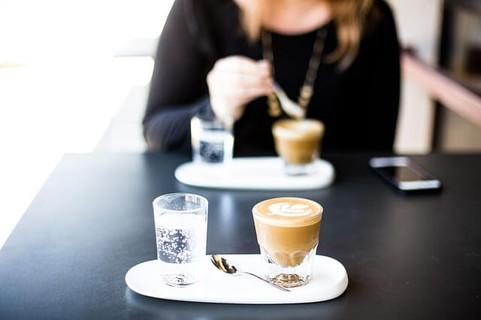ラテアートとセンスの良い食器がデート気分を盛り上げてくれるカフェ