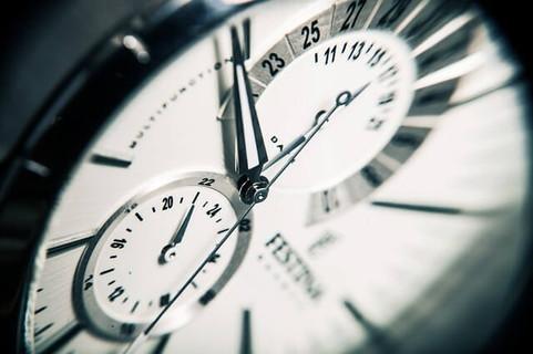 今という時間が刻一刻と過ぎていく様子がよく分かる時計の針