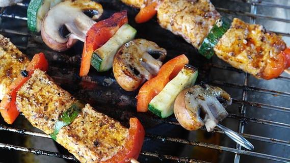 こんがりと美味しそうに焼けた野菜やお肉