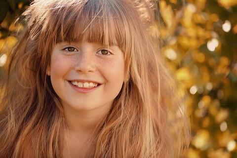 人なつっこい笑顔が可愛い親しみやすい雰囲気の女の子
