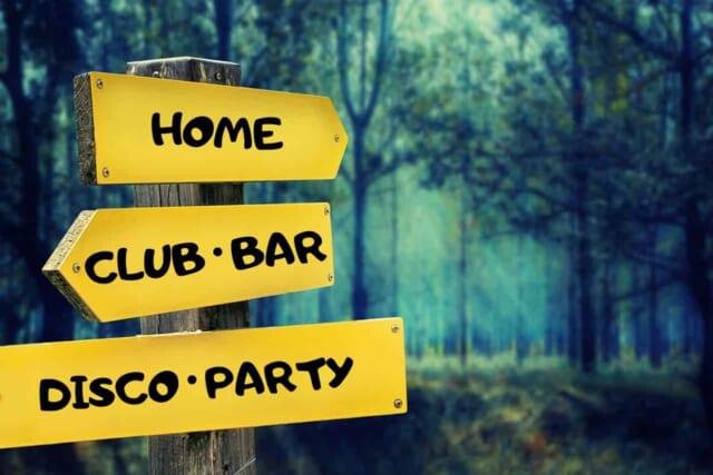 ディスコにパーティーやバーへの道しるべ
