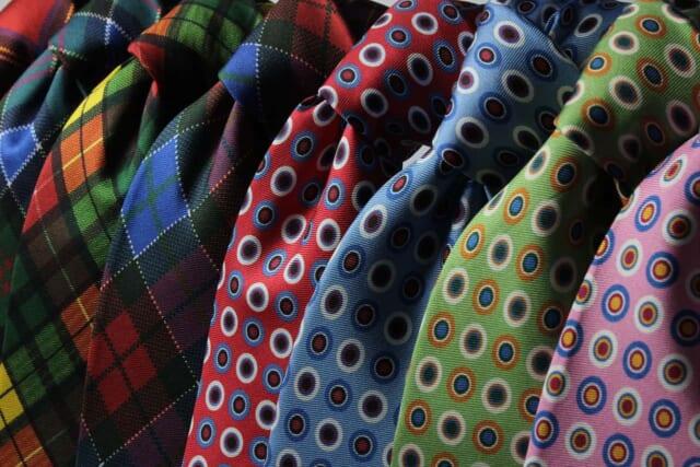 様々なデザインのネクタイ