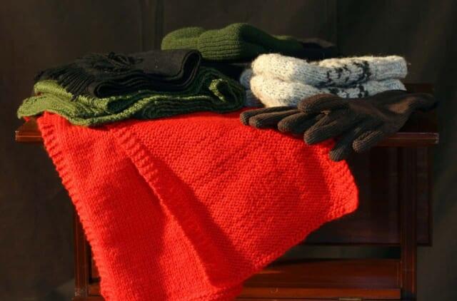 寒さの厳しい2月でも暖かそうなマフラーと手袋