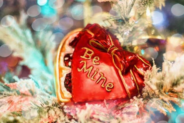 Be Mineとメッセージの書かれたバレンタインのプレゼント
