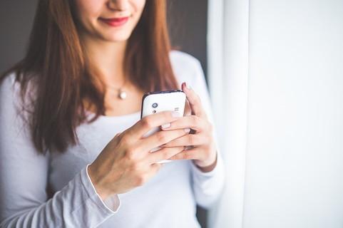 メールのコツを掴んでどんどん男性との話も盛り上がりマッチングサイトを楽しんでいる女性