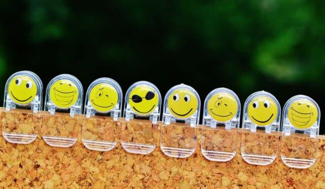 喜んだ顔笑った顔と色々な表情のスタンプ