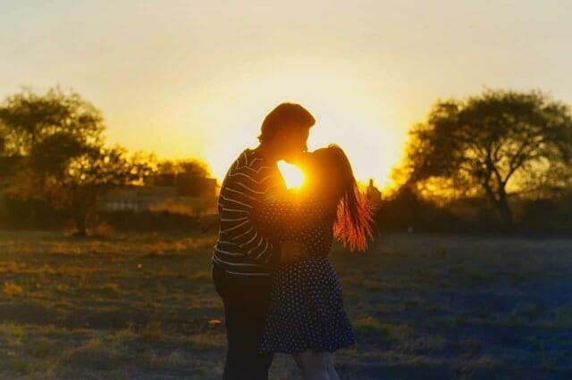 ロマンチックな出会いと理想の女性を求めすぎて交際に発展しない50代男性