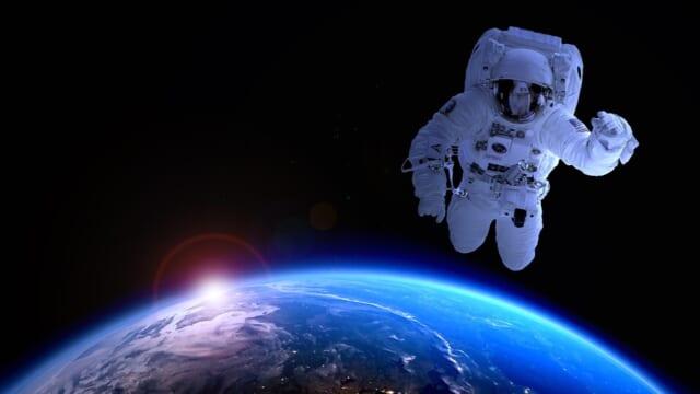 宇宙空間にいるような理系男子をどう探したらいいのか困惑している女性のイメージ