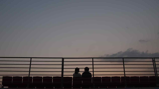 新生活を幸せそうに過ごすカップル