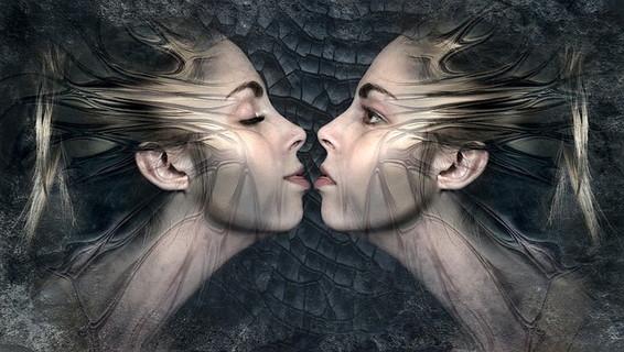 感情の起伏が激しく周りを振り回してしまう同性から残念だと思われてしまっている女性