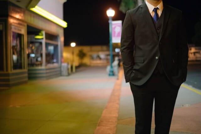 スーツ姿が魅力的なおじさん好き女子にモテそうな男性