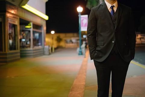 スーツ姿が魅力的なおじさん