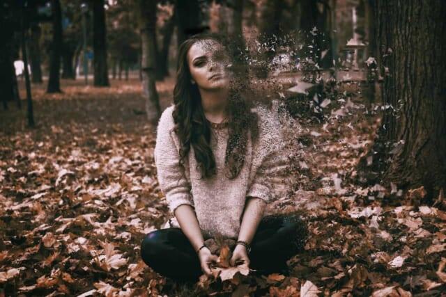 焦って告白をしてしまったためにお付き合いのチャンスはなくなり遠く消えていくモテる女性