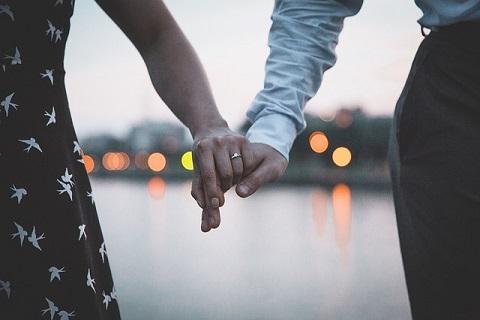 女性から誘いデートの約束をした女性