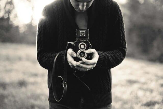 趣味のカメラが魅力的なモテる男性