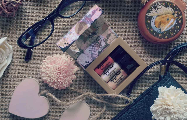 お泊りデートの持ち物の中でも特に重要な化粧品