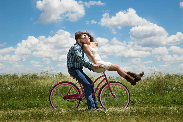 女々しい性格を直した男性と女々しい彼氏の性格を改善させた女性のカップル