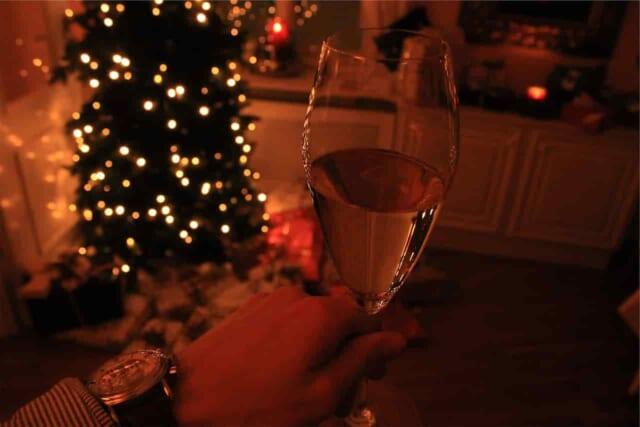 カップルでクリスマスにデートはするけどプレゼントを贈るという習慣のない男性