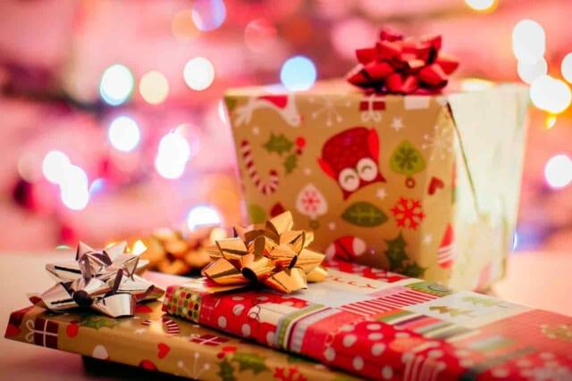 クリスマスプレゼントを彼氏からもらいたい女性のイメージ