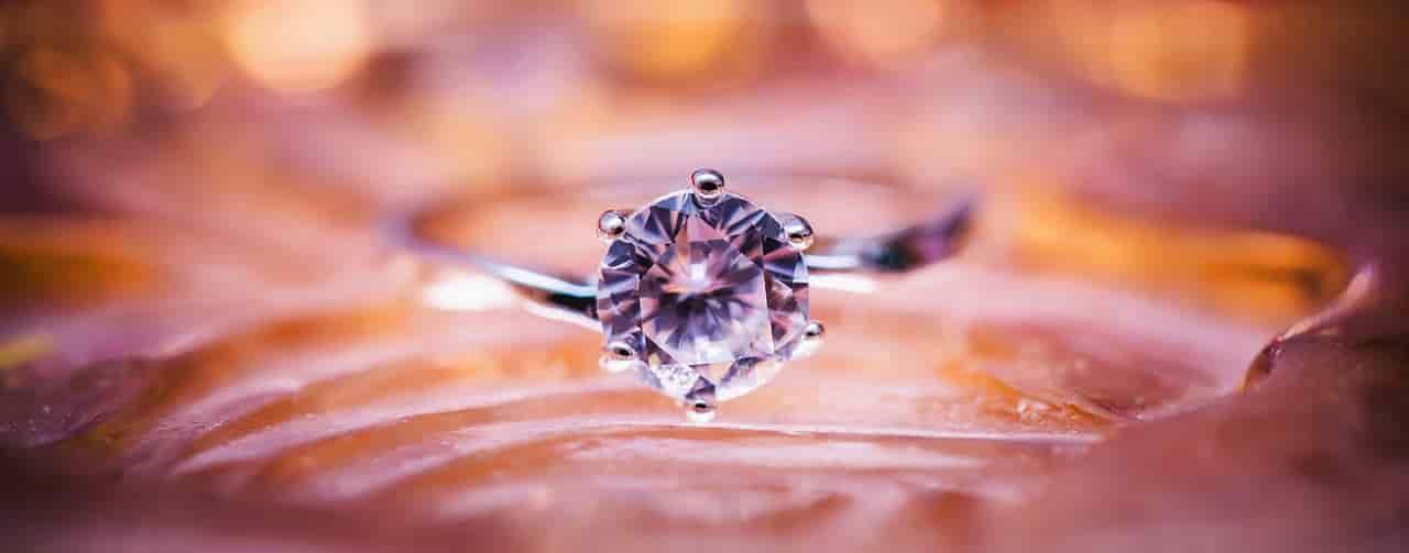 彼女が彼氏からクリスマスプレゼントにもらいたい指輪