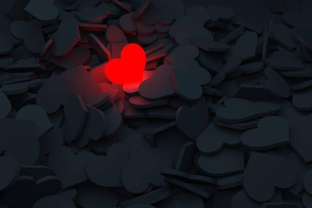 失恋後新しい恋愛ができずにいる男女のイメージ