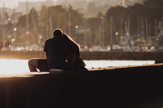別れを考えている遠距離恋愛中のカップル