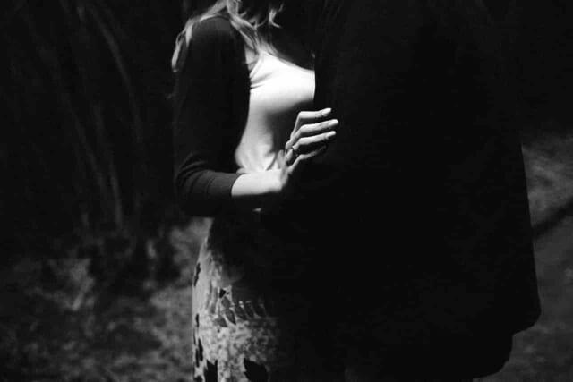 略奪愛をしようとする彼女がいる人を好きになった女性と彼女持ちの男性