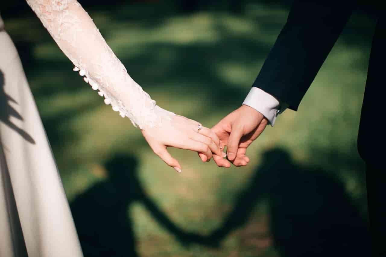 略奪愛を成功させた彼女持ちの男性を本気にさせた女性と彼女と別れて付き合うことになった男性