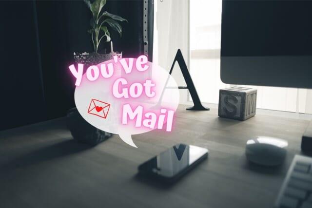 マッチングアプリで出会った女性との初デートを成功させ次のデートのお誘いメールが届いた男性のスマホ