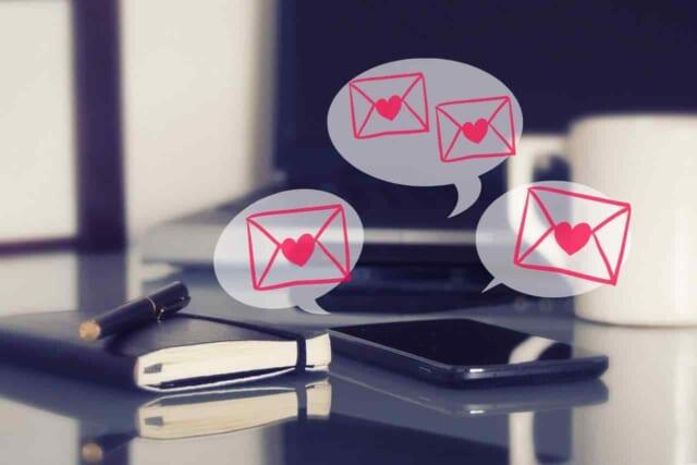 マッチングアプリが向いてる人のメッセージ通知が止まらないスマホ